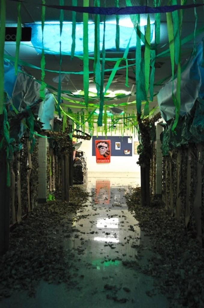 Photo Gallery: freshman turkey day hallway