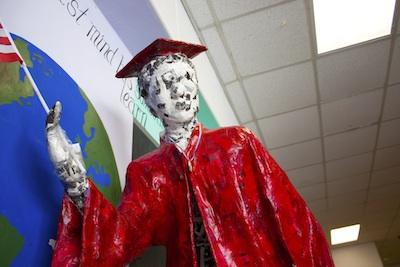 Senior Statue400
