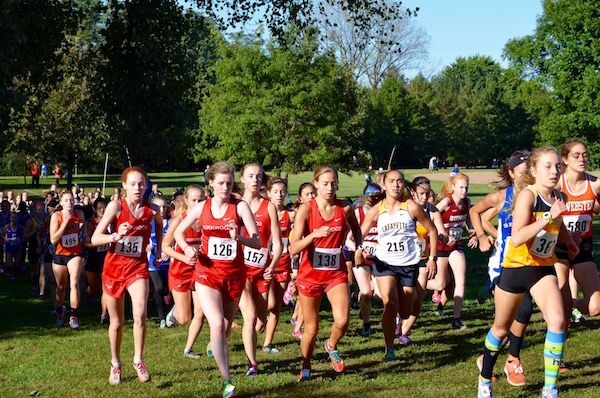 Varsity+girls+start+out+the+race+as+a+pack.%0A