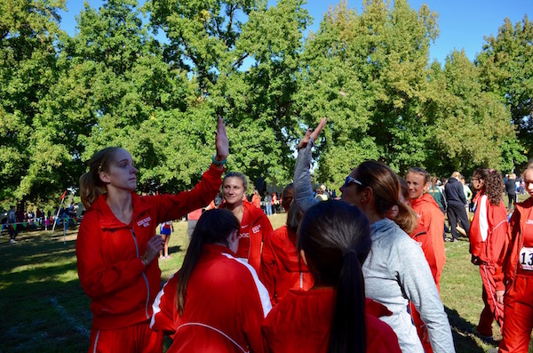 Coach+Gina+Woodard+gives+Hannah+Pennington%2C+sophomore%2C+a+high-five+before+running+the+JV+-+Gold+race.