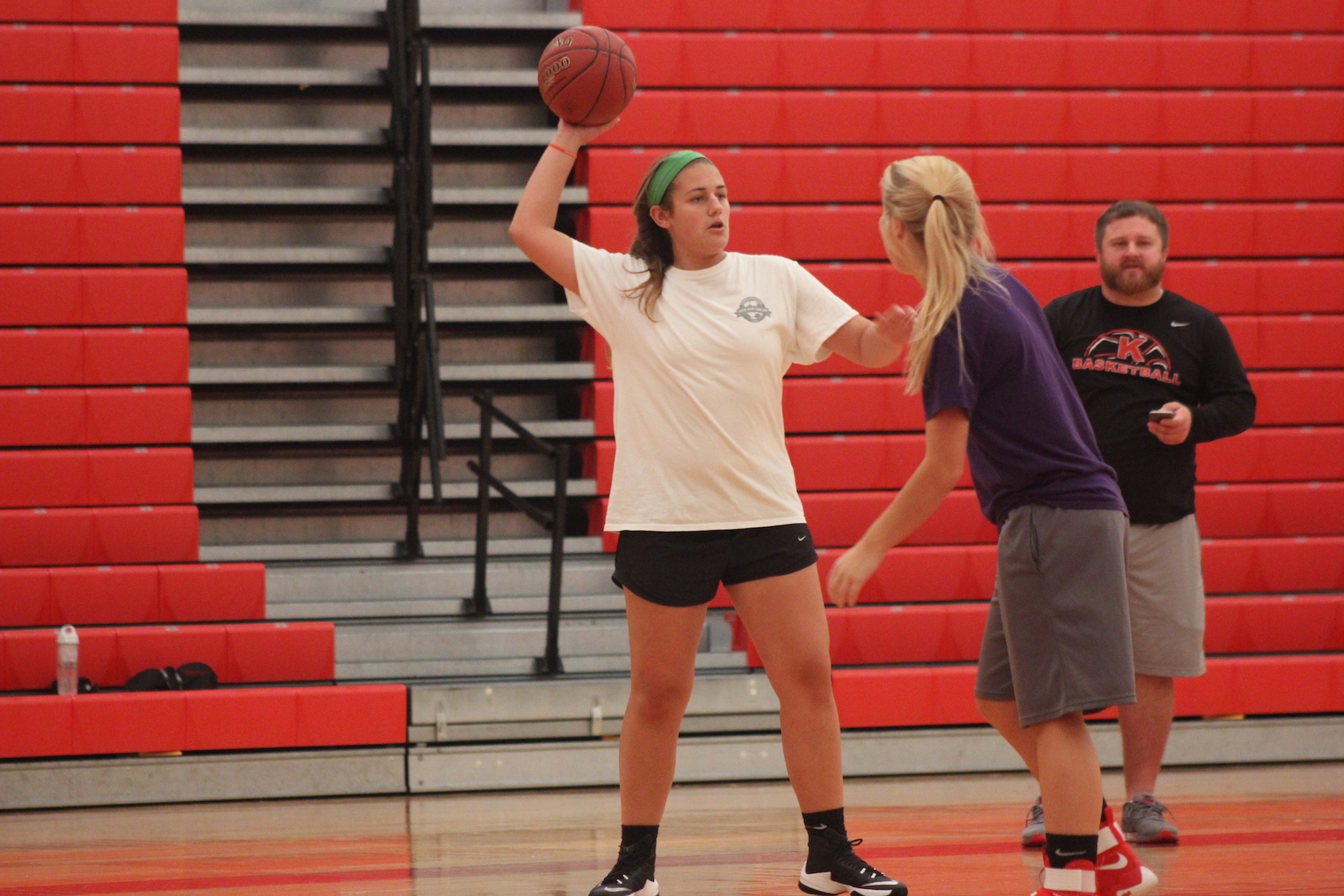 Rachel+Jacobs%2C+junior%2C+passes+to+another+teammate+during+JV+girls+basketball+practice.