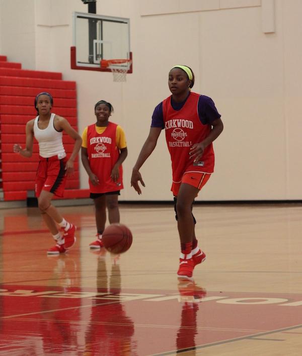 Lola+Bracy%2C+senior%2C+dribbles+the+ball+down+the+court.