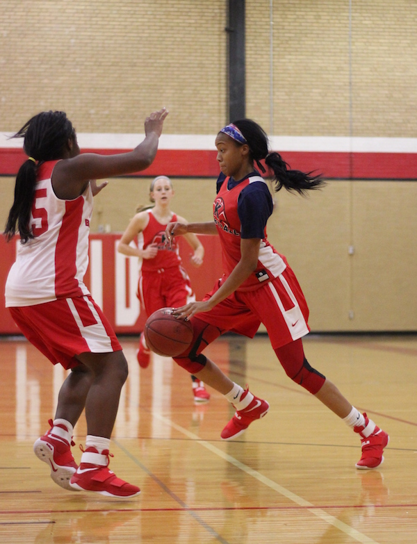 Jayla+Everett%2C+junior%2C+tries+to+push+past+her+teammate+and+get+to+the+basket.