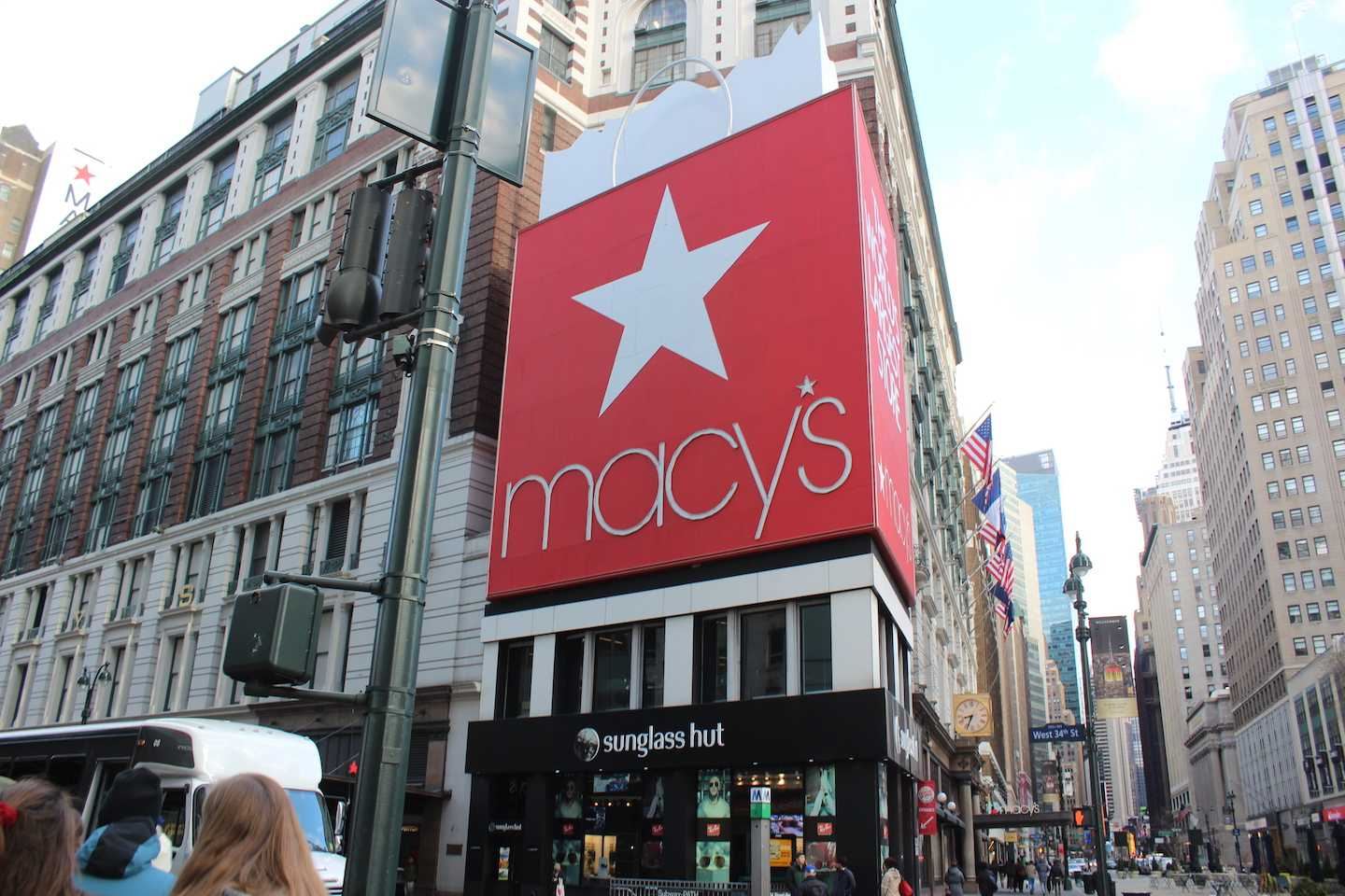 The+Macy%27s+Department+Store+in+Herald+Square%2C+NY.+