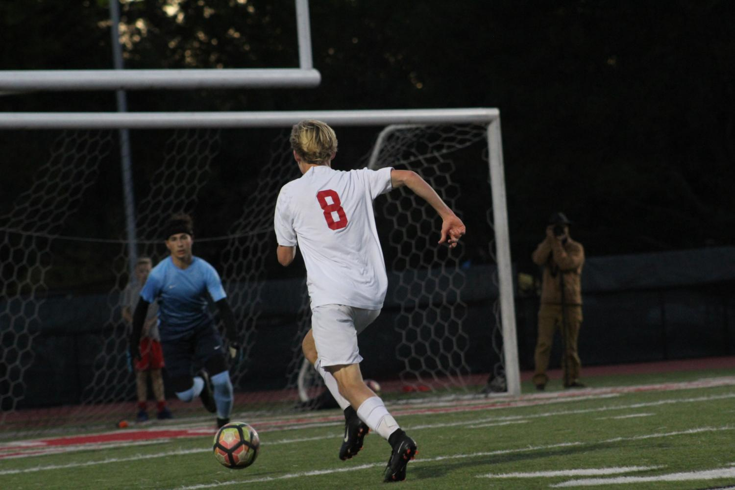 Sawyer+Hardy%2C+sophomore%2C+dribbles+the+ball+up+the+field+towards+the+goal.
