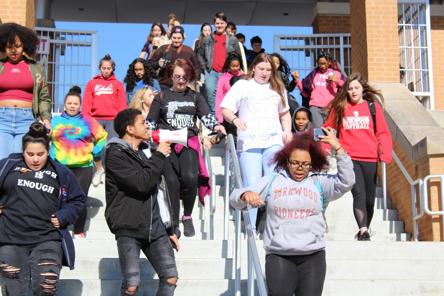 Students+walk+down+the+stairs.