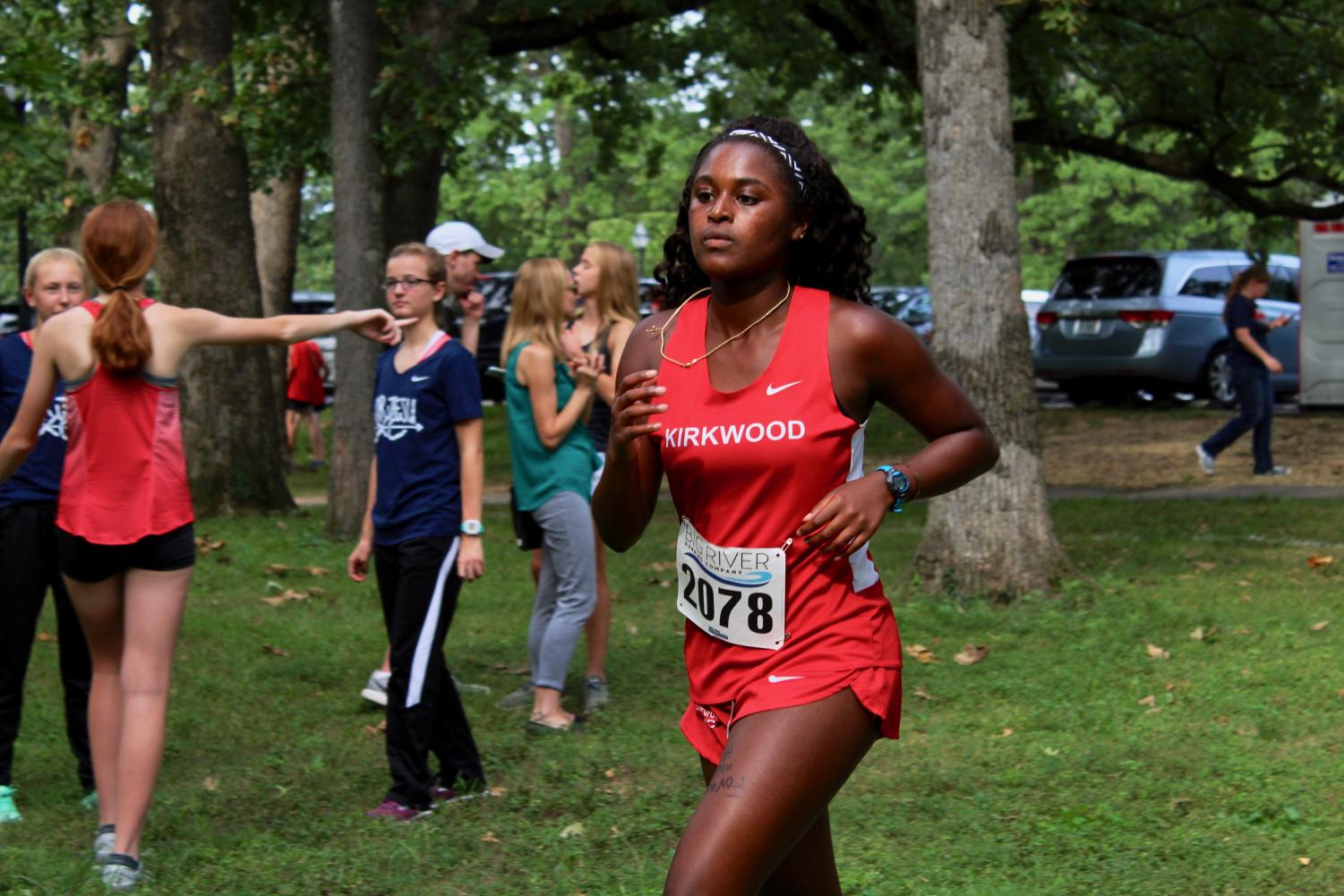 Camille+Denton%2C+senior+and+first-year+cross+country+runner%2C+looks+strong+in+her+first+5k.