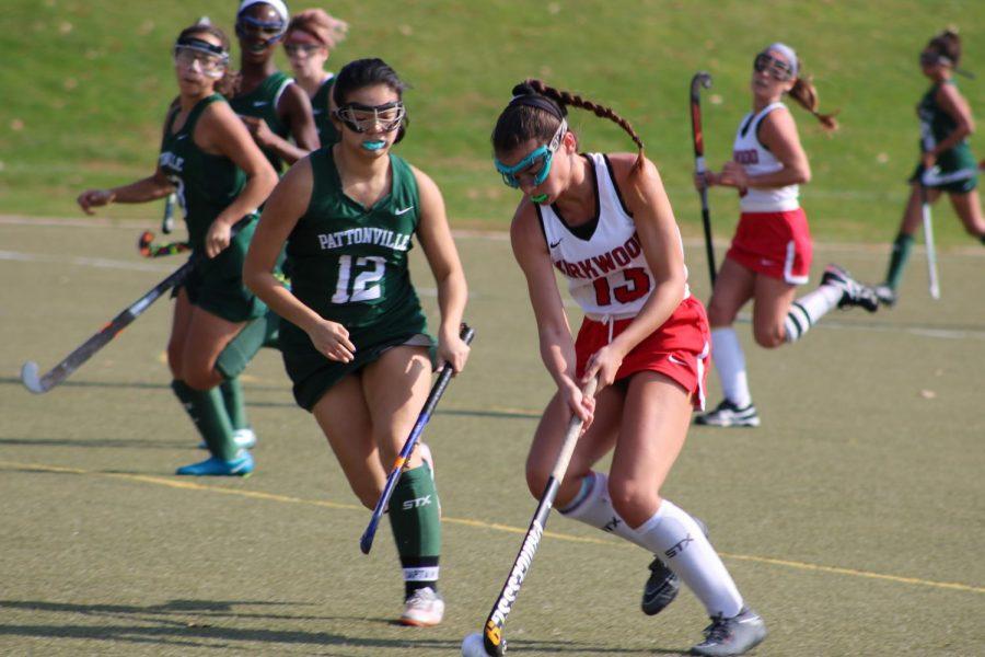 Natalie+Ferber%2C+sophomore%2C+dribbles+the+ball+towards+the+goal.