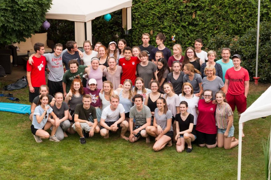 GAPP+students+get+together+for+a+group+photo+in+Germany.