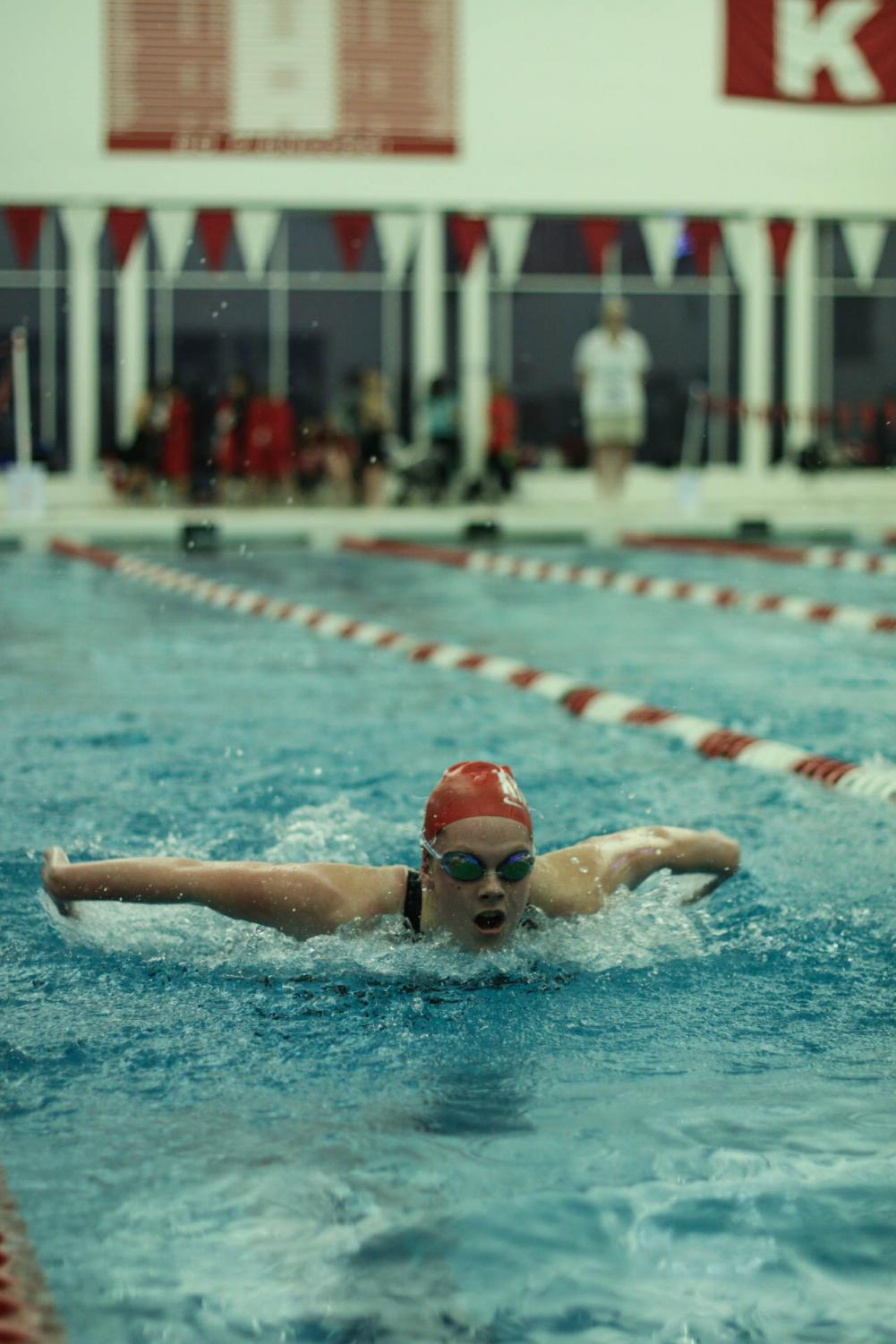 Grace+Denkoff%2C+sophomore%2C+swims+in+the+100+butterfly.