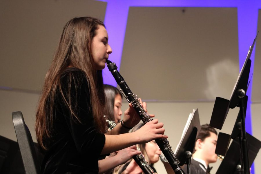 Phebe Hammond, sophomore, plays her clarinet at the band concert.