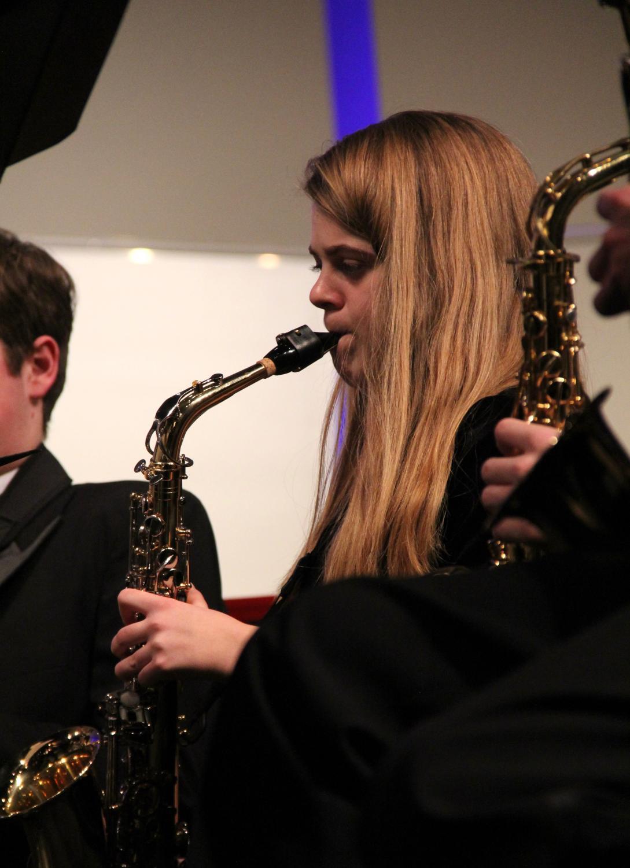 Ava+Duggin%2C+freshman%2C+plays+her+saxophone.