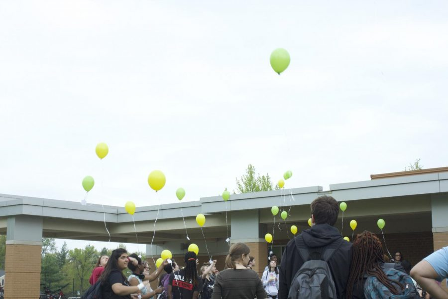 Students release their balloons into the sky.