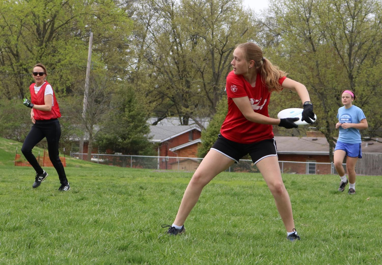 Katie+Hastings%2C+junior%2C+throws+a+backhand+down+the+field.
