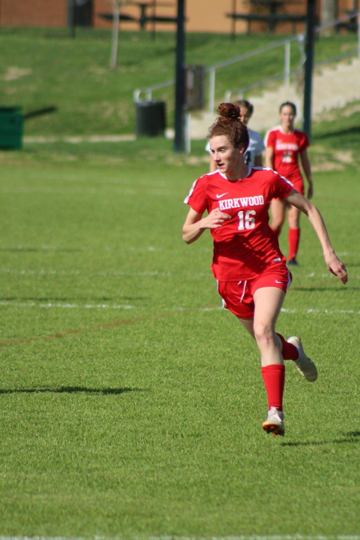 Ilsa+Newland%2C+freshman%2C+runs+towards+the+ball.+