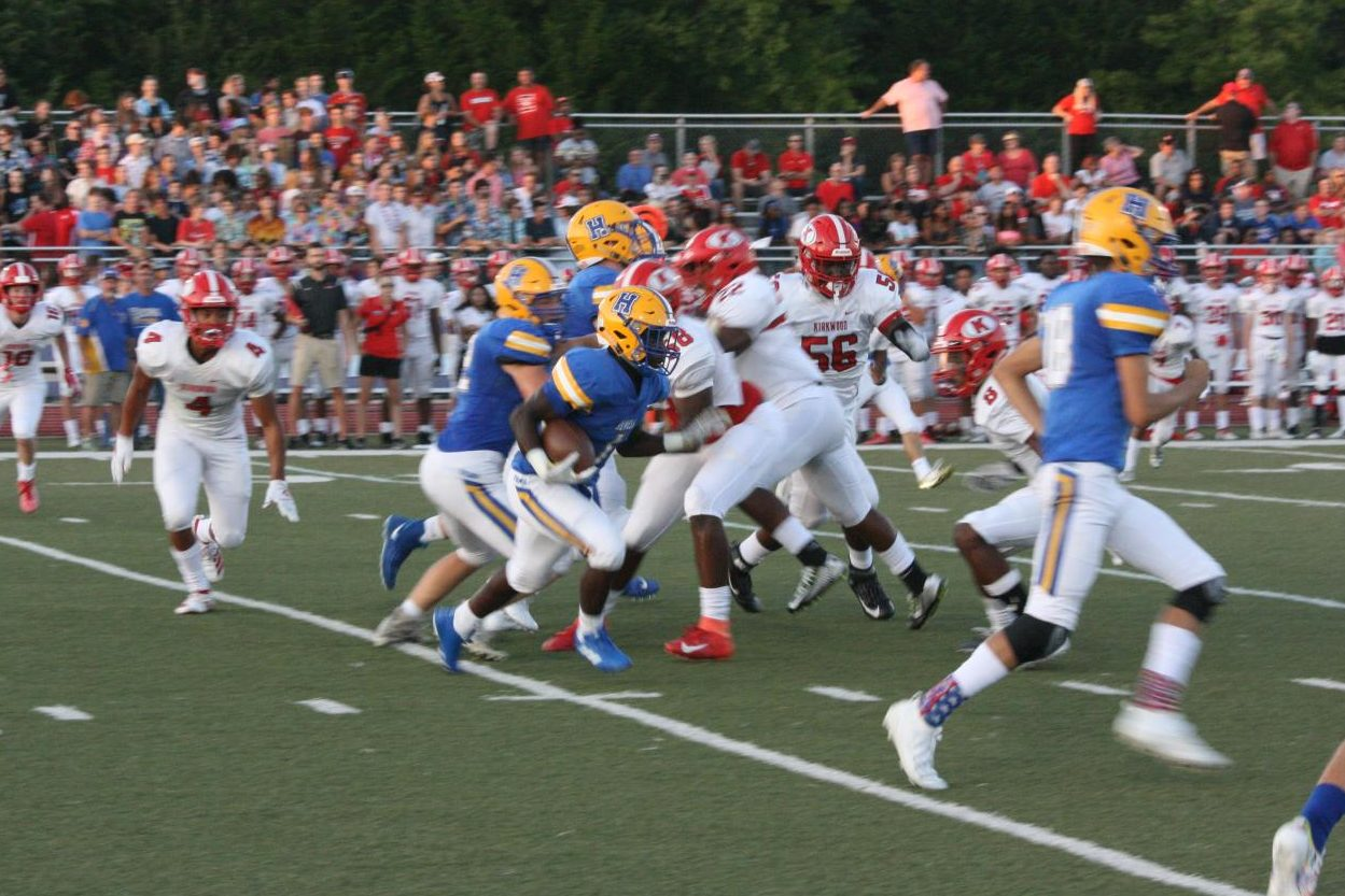Howell+running+back+Gideon+Niboh+%281%29+rushes+with+the+ball+as+Kirkwood%27s+defense+gives+chase.+