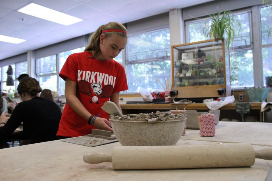 Anya+Broll%2C+freshman%2C+gets+fresh+clay+for+her+project.+