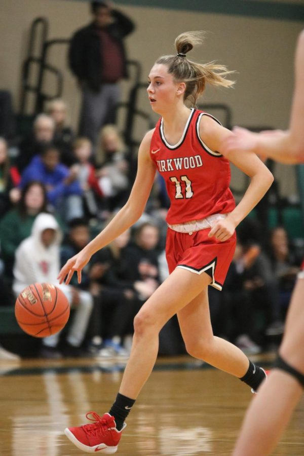Rylee+Mulvaney%2C+senior%2C+dribbles+the+ball+down+the+court+while+looking+for+an+open+teammate+to+pass+to.